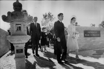 As Crown Prince, Akihito and Princess Michiko visited Australia in 1973, where they went to the Japanese War Cemetery in Cowra, the site of a Japanese prison of war camp.