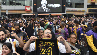 LA Lakers fans flocked to Staples Centre  to mourn the loss of their former star.