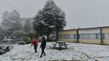 Snow continues to fall across the Blue Mountains today in Katoomba in one of the coldest days in decades.