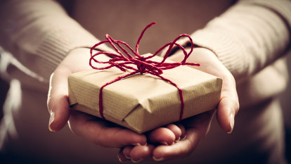 I am terrible at giving gifts. Can the experts teach me how?