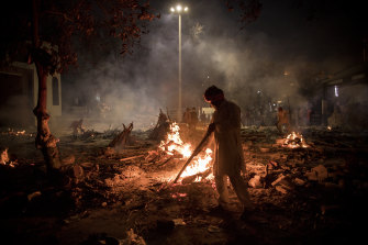A crematorium in Delhi on Thursday where multiple funeral pyres were burning for victims of COVID-19.