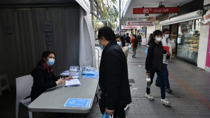 Sydney's lockdown extended as pharmacies, mass clinics to offer under-40s AstraZeneca