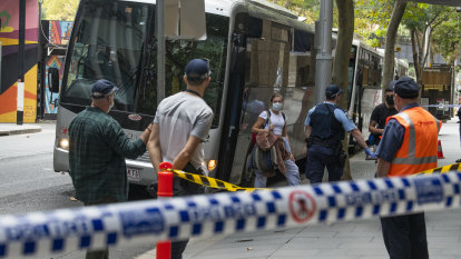 Woman escapes Marriott Hotel quarantine in Sydney, fined $1000: police