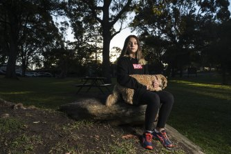 Student Lily McMahon isn't happy with remote learning due to Sydney's COVID-19 lockdown.