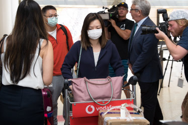 Last flight from Wuhan: Passengers checked for coughs before Sydney arrival