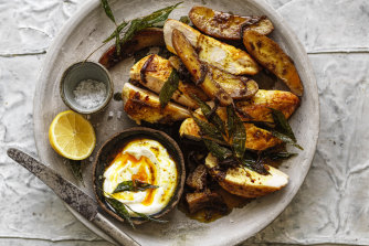 Chicken with curried potato and yoghurt.