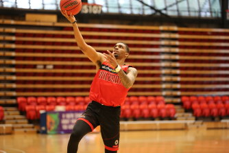 South East Melbourne Phoenix have signed import Devondrick Walker for the rest of the NBL season.