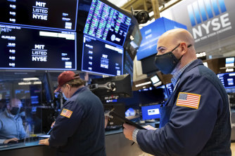 Wall Street merosot dalam semalam.