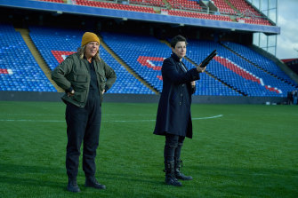 Mel Giedroyc and Sue Perkins bring their dry, intelligent comedy to Hitmen as two incompetent contract killers.