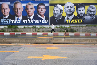 "An anti-Netanyahu billboard for the March 2019 elections shows the prime minister (third from right) surrounded by far-right associates against the yellow-and-black colours of the banned Kach party and the slogan ""Kahane Lives""."