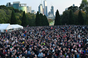 Tens of thousands remember the fallen at emotional Anzac Day dawn service
