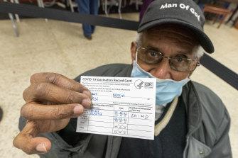 Os fraudadores de vacinas estão oferecendo cartões de vacina COVID-19 falsos nos Estados Unidos.