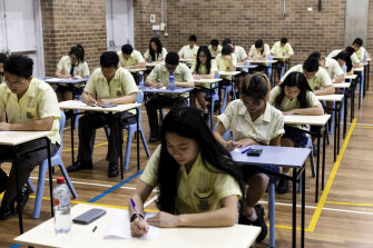 The NSW Teachers Federation wants year 12 students to receive an extra 10 hours of teaching in each subject.