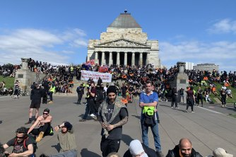 Police use tear gas, rubber bullets to disperse Melbourne protesters
