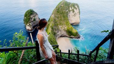 The view from the stairs to Kelingking beach on Nusa Penida Kelingking beach, Bali.