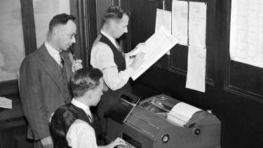 Staff from the weather bureau make recordings of high temperatures in Sydney on 12 January 1939 for the 3pm weather bulletin. Two days later they would record NSW's hottest day on record.
