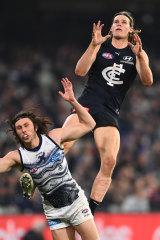 Tom De Koning flies for a mark over Jack Henry.