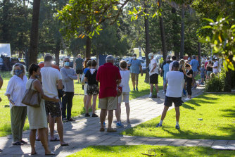 Sydneysiders line up for COVID-19 testing in Avalon on the Northern Beaches on Friday.