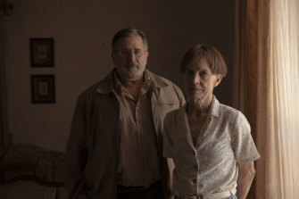 Anthony LaPaglia dan Judy Davis sebagai orang tua penembak di Nitram.