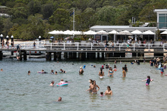 Hot and dry week ahead for Sydney and NSW fire grounds