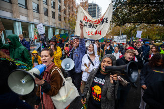 Thousands of students and participants from environmental groups gathered in Sydney's CBD.