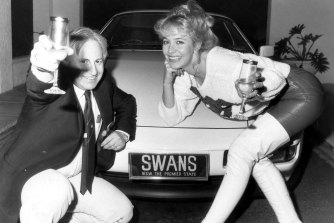 Geoffrey Edelsten and then wife Leanne celebrate his acquisition of the Sydney Swans in July 1985.