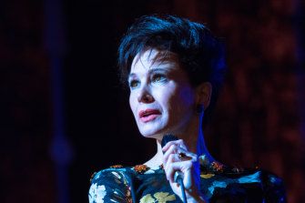 Renee Zellweger captures Judy Garland's fragility and the sense of defeat that plagued her at the end.