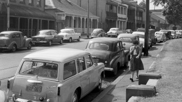 A view of Argyle Place, Millers Point on March 30, 1960. No 50 is located in the centre of the image.