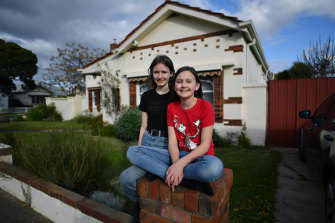 Edith Dillon and her sister Olive Dillon, who live in the locked-down suburb of West Footscray, are happy with the plan to keep schools open after the holidays.