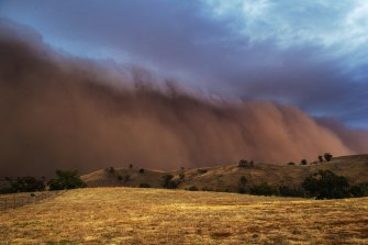 The dust storms, which were pushed ahead of thunderstorms, impacted swathes of western NSW on Sunday.