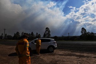 RFS volunteers talk to locals and keep an eye on the Green Wattle Creek fire.