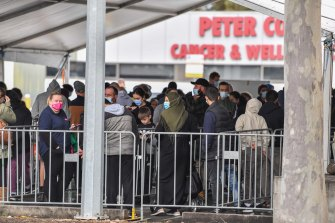 Shepparton residents queue for COVID-19 testing.