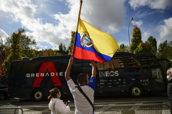 Ecuadorian fans wait for Richard Carapaz outside the Ineos team bus.