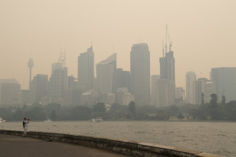 Sydney remained cloaked in smoke from bushfires to the west on Thursday, with air-pollution reaching hazardous levels across much of the basin.