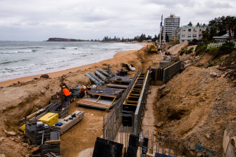 Construction of the sea wall to protect homes at Collaroy.