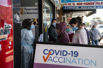 People queue for COVID vaccinations in Sydney.