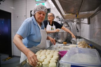 CWA volunteers Jenny Le Gros (left) and Diana Whitton bake scones at the Sydney Royal Easter Show.