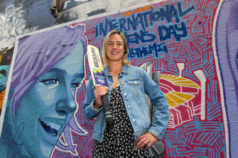 Ellyse Perry, who was in Hosier Lane on Thursday to unveil a mural there ahead of the World Cup, says fast bowling is back in vogue.