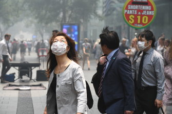 Sydneysiders venture outdoors during Tuesday's heavy smoke pollution.