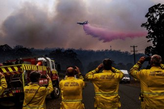 Watching on: NSW's large aerial tanker 737 jet dumps fire retardant on a bushfire south of Port Macquarie in October 2019.