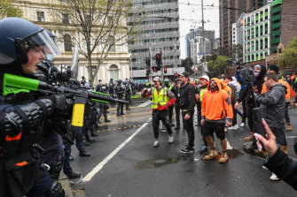 Police moved in on Monday afternoon to quell protests near the CFMEU's Melbourne office.