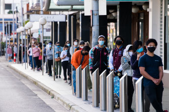 Long lines in August outside a vaccine centre giving Pfizer to under 40s in Sydney.