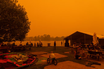 Bushfires reach Moruya on New Years Eve.