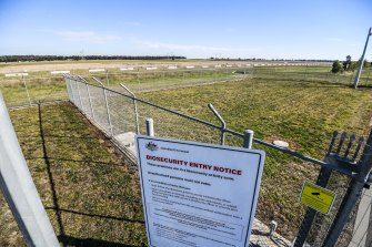 The proposed site for a new COVID-19 quarantine centre is 40 hectares of vacant, Commonwealth-owned land on Melbourne's northern edge.