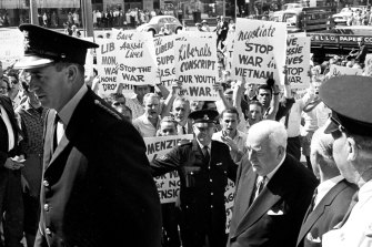 Prime Minister Robert Menzies heckled by protesters at Sydney Town Hall on 5 April 1965.