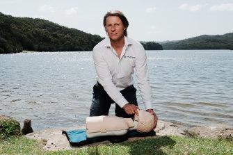 Justin Scarr, PDG de Royal Life Saving Australia, a soutenu un appel pour que la RCR soit enseignée à tous les enfants australiens.