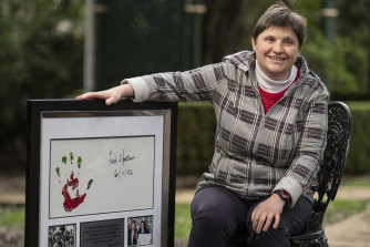 Hannah Ostle has received The Fred Hollows Foundation's 2020 Helping Hand Award for 18 years of volunteering.