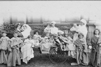 Nurses and patients in Melbourne during the Spanish flu pandemic of 1918-19.
