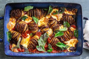 Pepperoni hasselback potato traybake