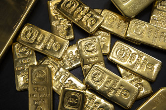Some analysts believe the soaring price of cryptocurrecnies is affecting the price of gold, a traditional safe haven.